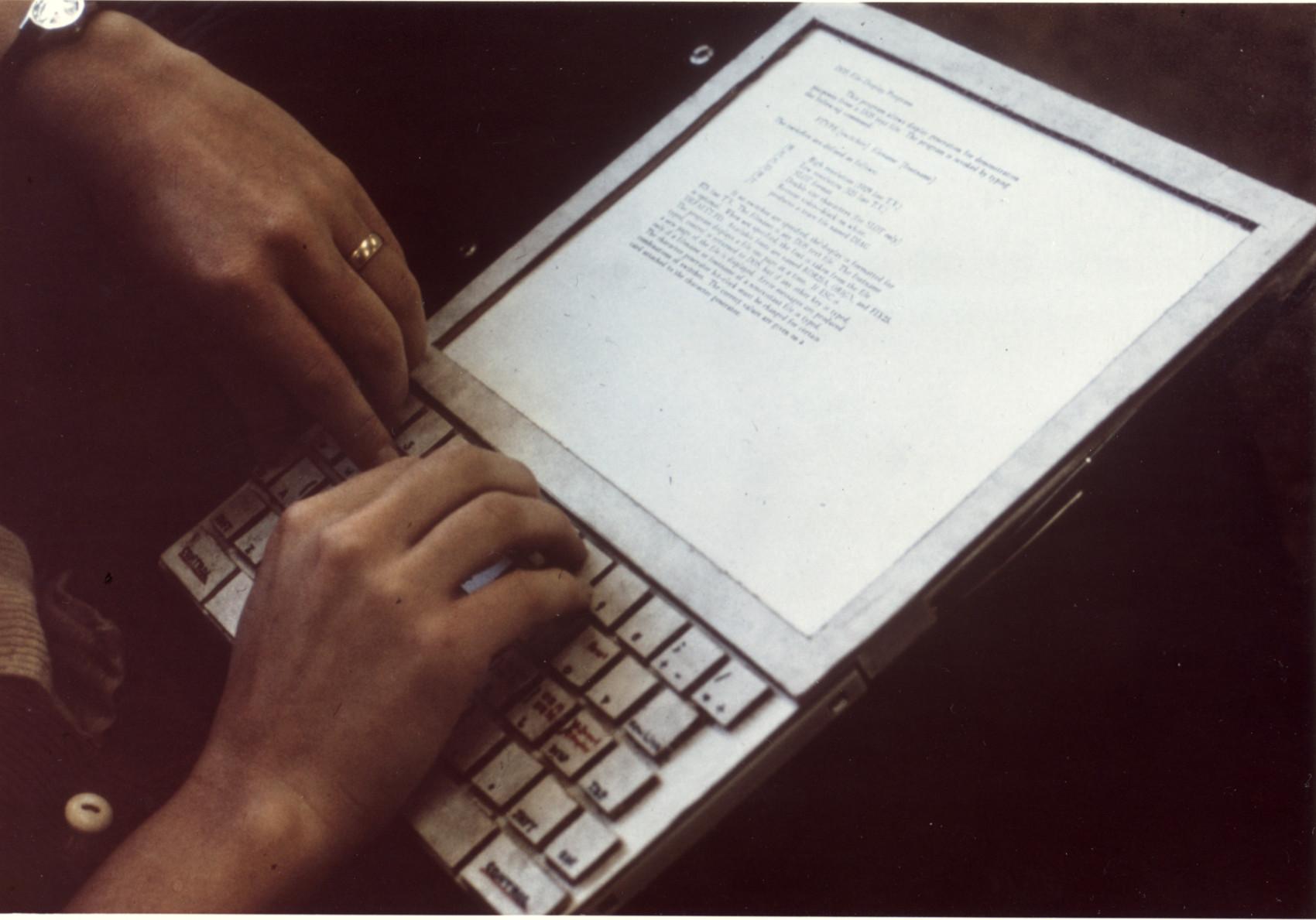 Prototipo di Dynabook concepito da Alan Kay presso lo Xerox PARC, 1970. Fonte: https://www.parc.com/newsroom/media-library.html