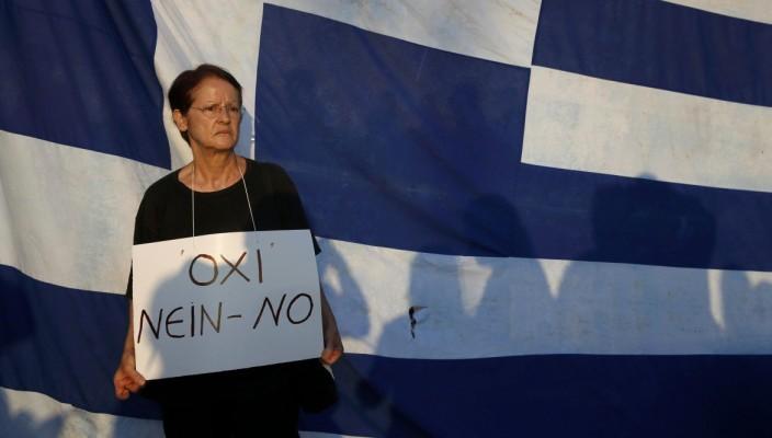 grecia-piazza-syntagma-parlamento-no-referendum-704x400